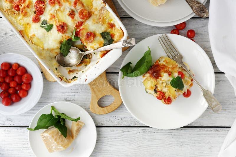 Smakelijke lasagna's met spinazie royalty-vrije stock fotografie