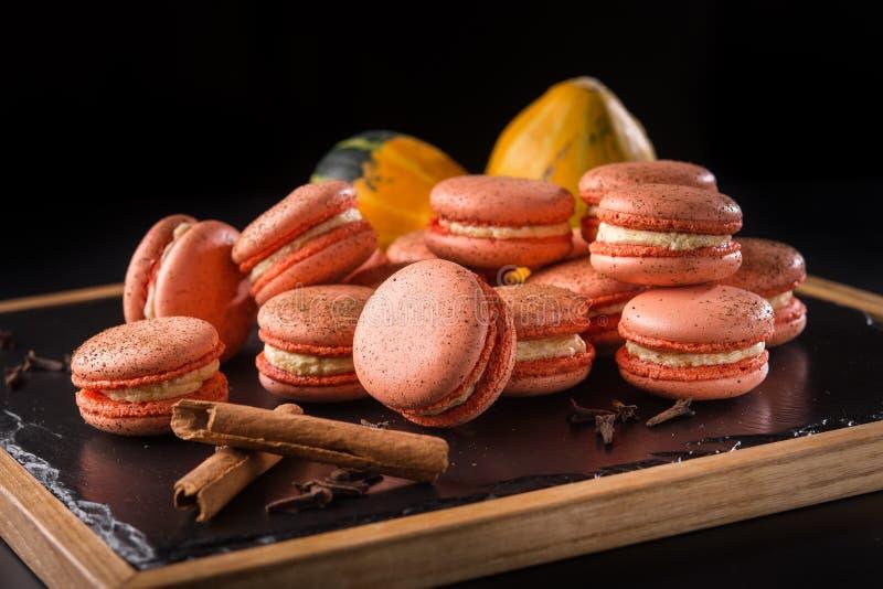 Smakelijke pompoenmakarons royalty-vrije stock foto's