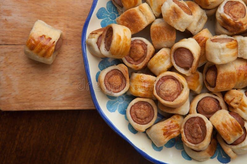 Smakelijke vlokkige gebakjes stock fotografie