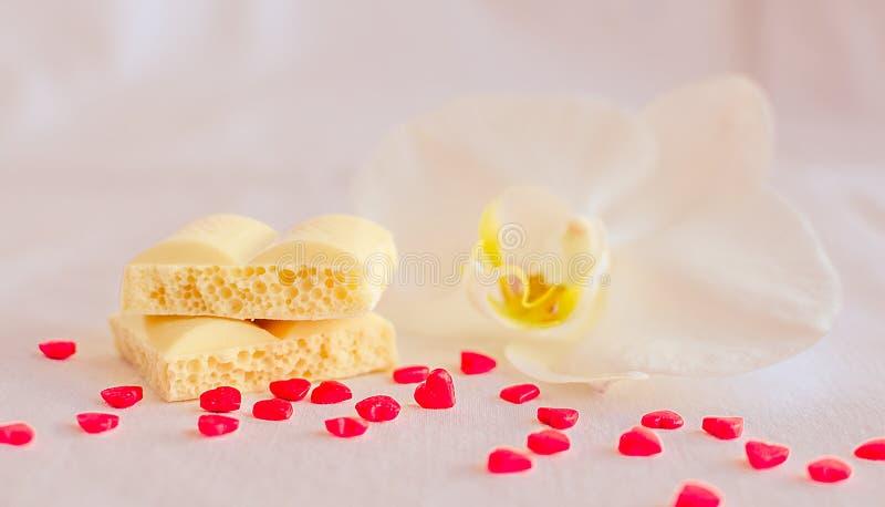 Smakelijke witte poreuze chocolade stock fotografie