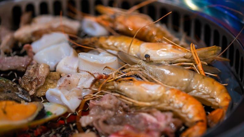 Smaklig blandning grillad havs- buffé royaltyfri fotografi