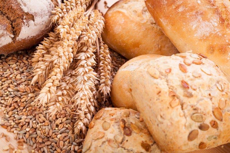 Smaklig ny bakad naturlig mat för brödbullebagett arkivbilder