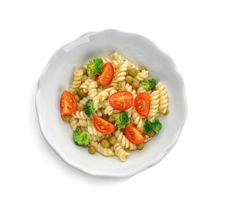 Smaklig pastasallad med grönsaker royaltyfria bilder