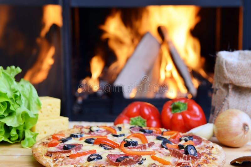 Download Smaklig pizza arkivfoto. Bild av naturligt, brännskada - 27285284