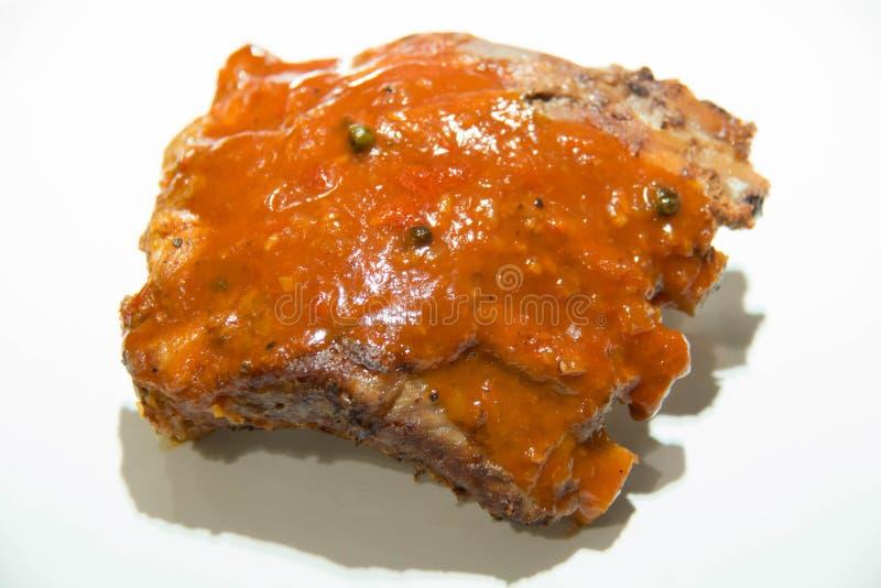 Smakliga grillade marinerade grisköttstöd som kryddas royaltyfria bilder
