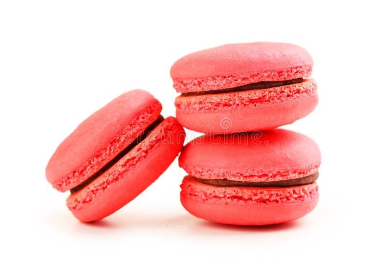 Smakliga röda macarons royaltyfri bild