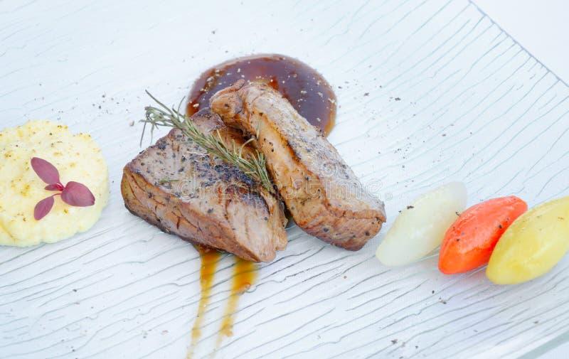 Smakosz piec na grillu wołowina stek zdjęcie royalty free