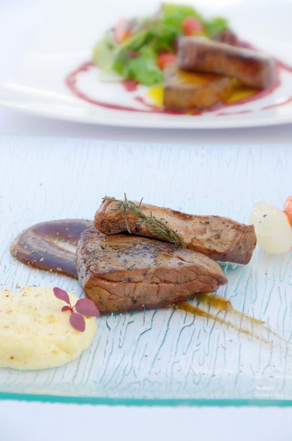 Smakosz piec na grillu wołowina stek obrazy stock