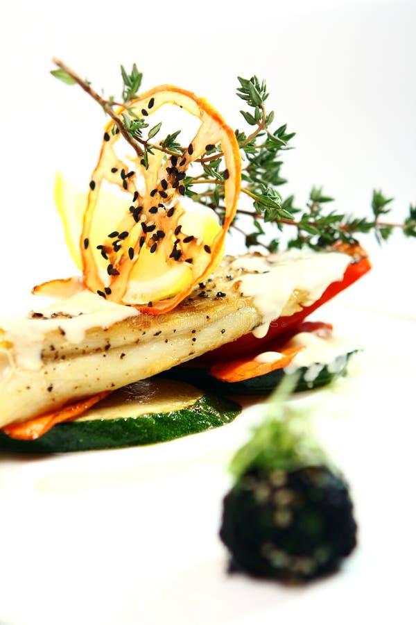 Smakosz styl piec na grillu ryba z warzywami obrazy stock
