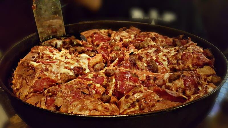 Smakosza naczynia 3 mięsa Głęboka pizza zdjęcia royalty free