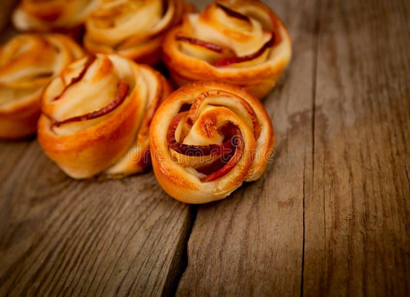 Smakowici domowej roboty jabłczani torty obrazy royalty free