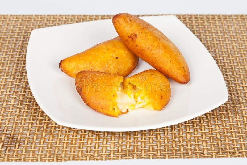 Smakowici empanadas faszerujący z sera i oferty kukurudzą fotografia royalty free
