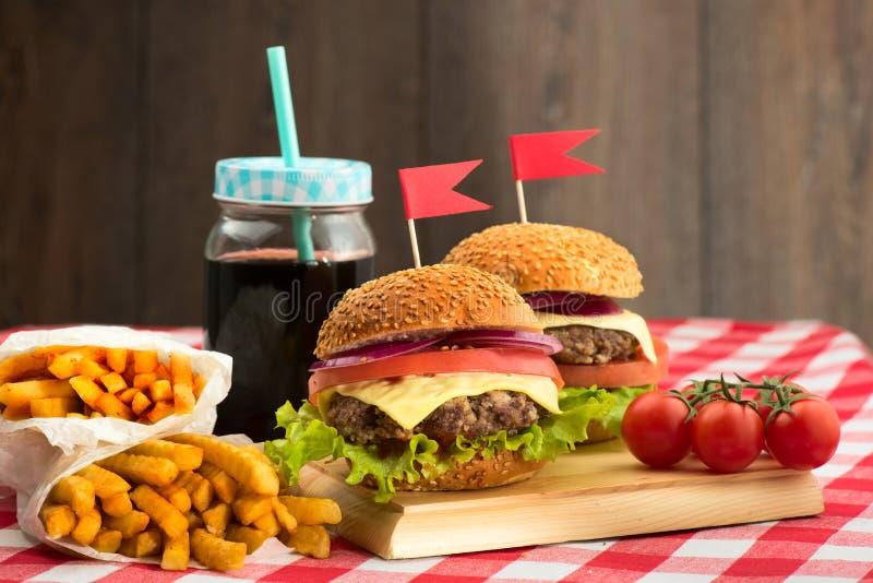 Smakowici hamburgery z flaga zdjęcia royalty free
