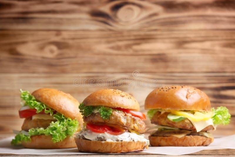 Smakowici indyczy hamburgery obrazy royalty free
