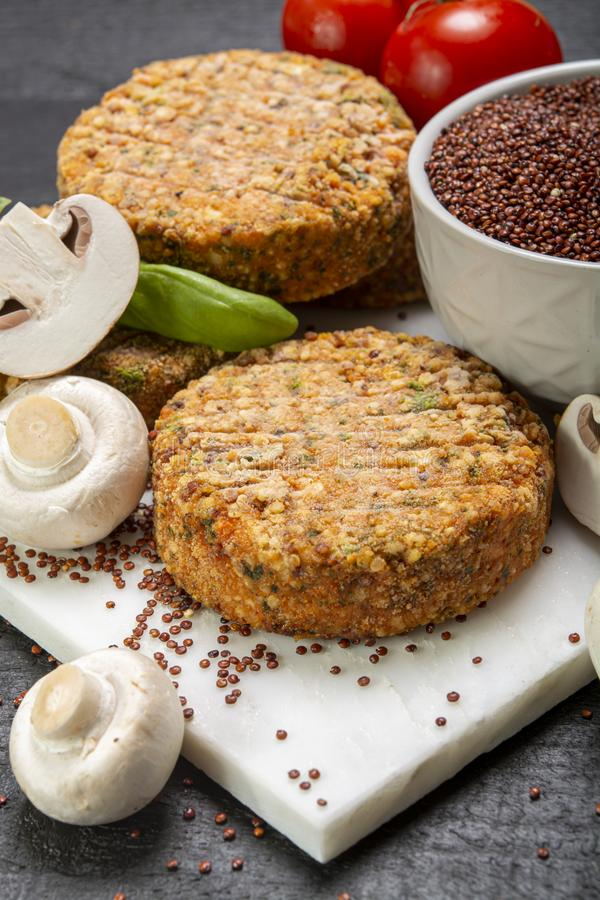 Smakowici jarosza, weganinu hamburgery robić od i, zdjęcie royalty free
