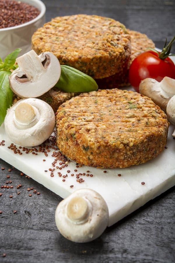 Smakowici jarosza, weganinu hamburgery robić od i, obraz royalty free