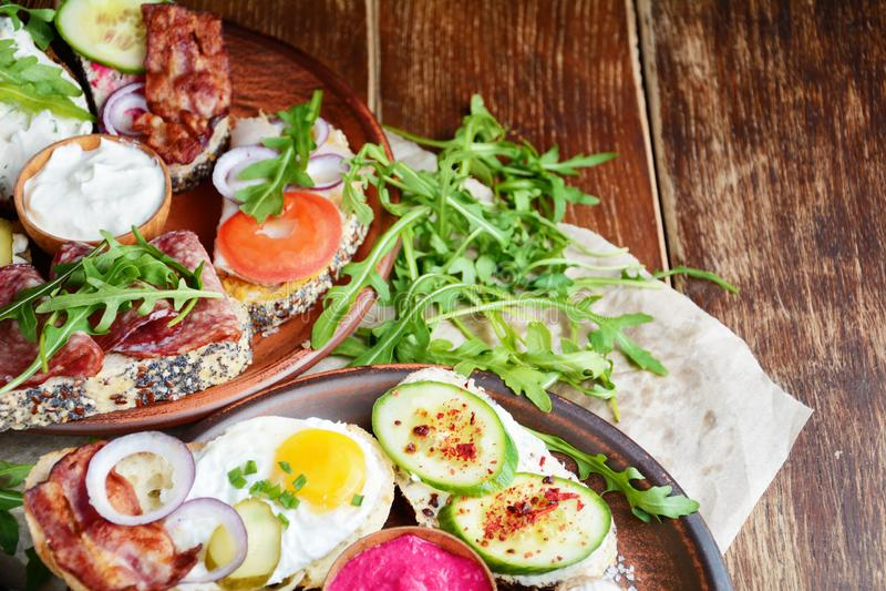 Smakowici tapas na stole zdjęcie royalty free