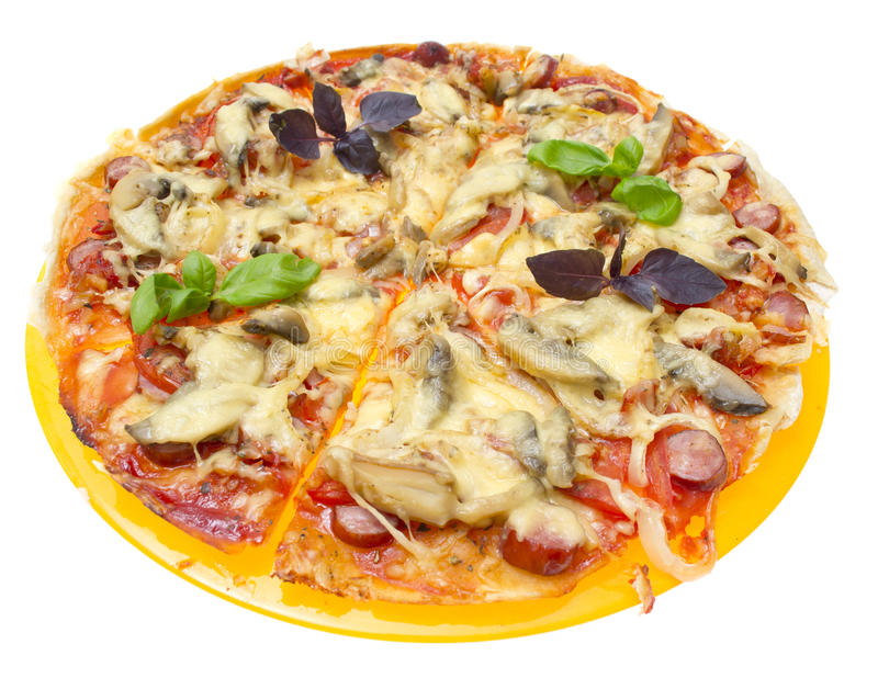 Smakowita pizza odizolowywająca na białym tle. obraz stock