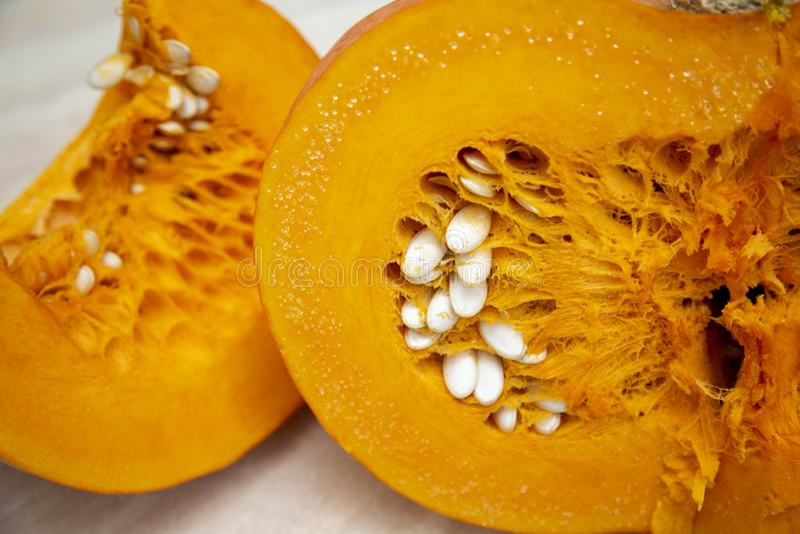 Smakowita, zdrowa i mięsista pomarańczowa bania, soczysta, jaskrawa, zdjęcia stock