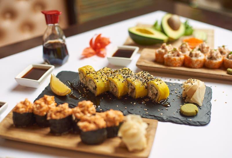 Smakowity i wyśmienicie lunch od trzy kursów w restauracji obraz royalty free