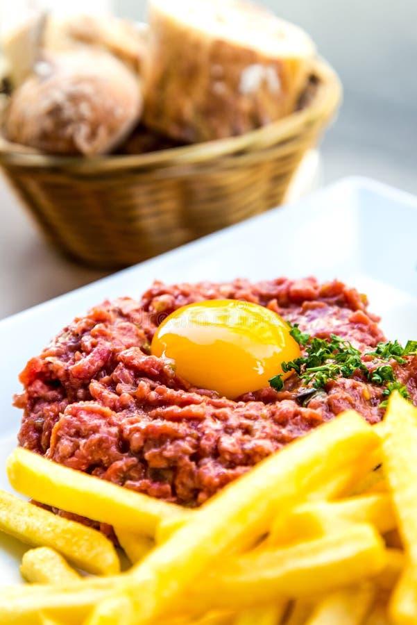 Smakowity stku tartare (Surowa wołowina) zdjęcie royalty free