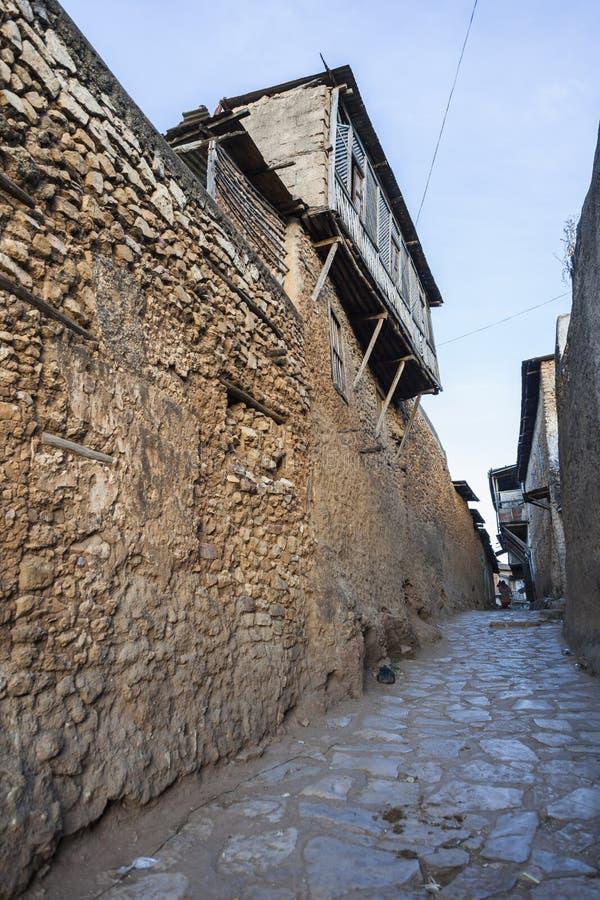 Smal bakgata av den forntida staden av Jugol Harar ethiopia royaltyfria bilder