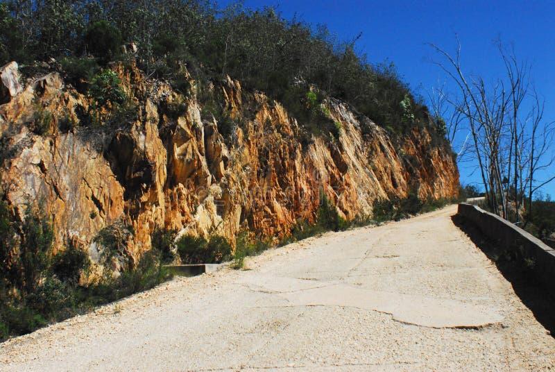Smal Cliffside Road van Afrika over de Swartberg-Pas stock afbeelding