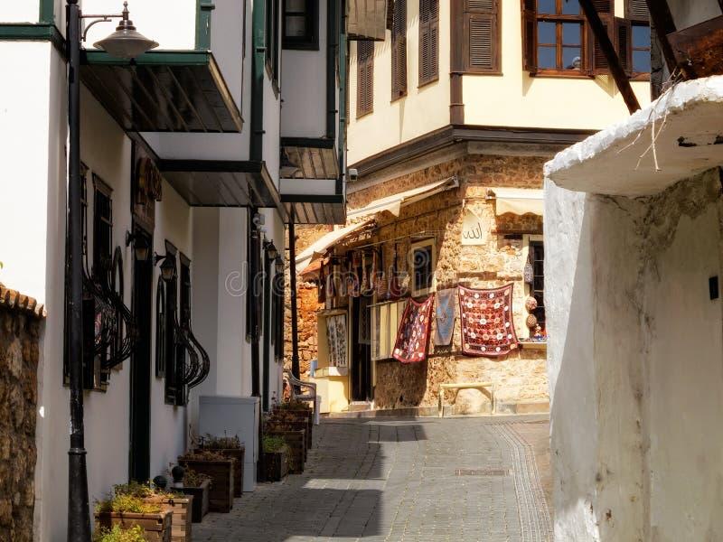 Smal gata i Antalya, Turkiet arkivbilder