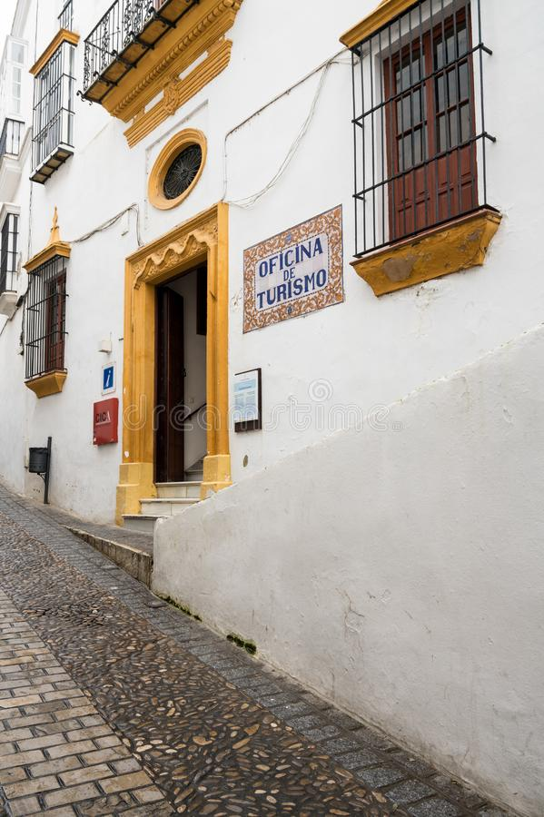 Smal gata i Arcos de la Frontera nära Cadiz Spanien fotografering för bildbyråer