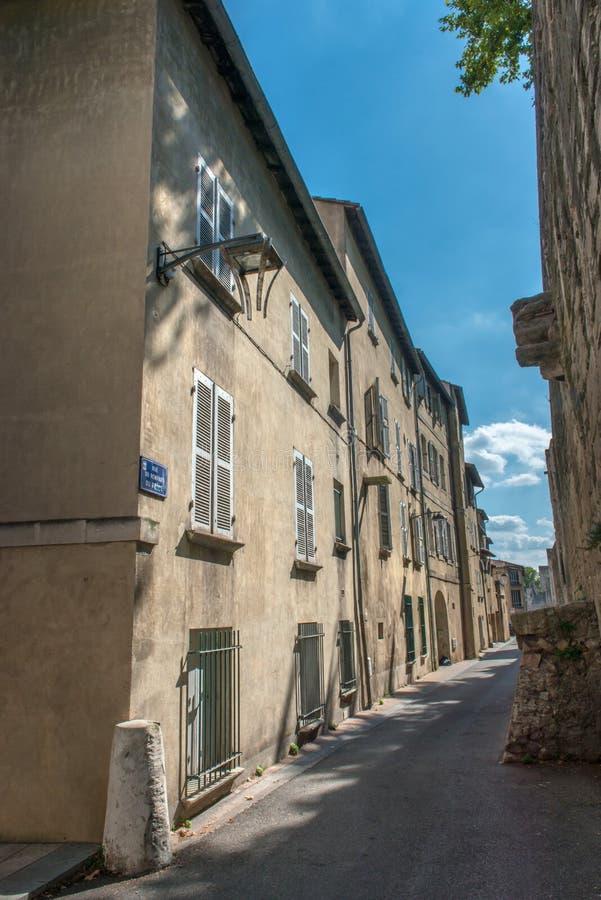 Smal gata i Avignon fotografering för bildbyråer