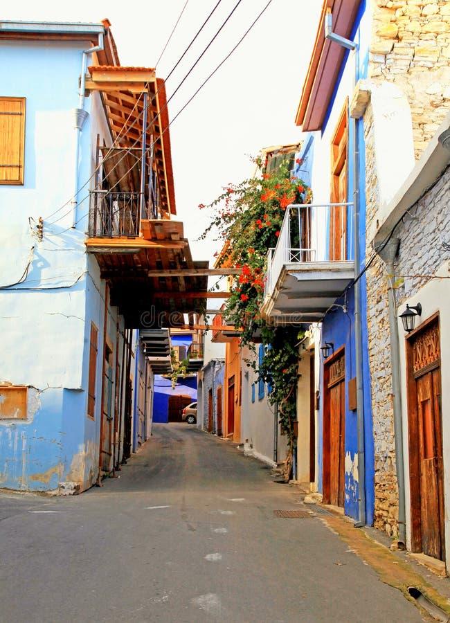 Smal gata i den historiska byn Lefkara, Cypern arkivbilder