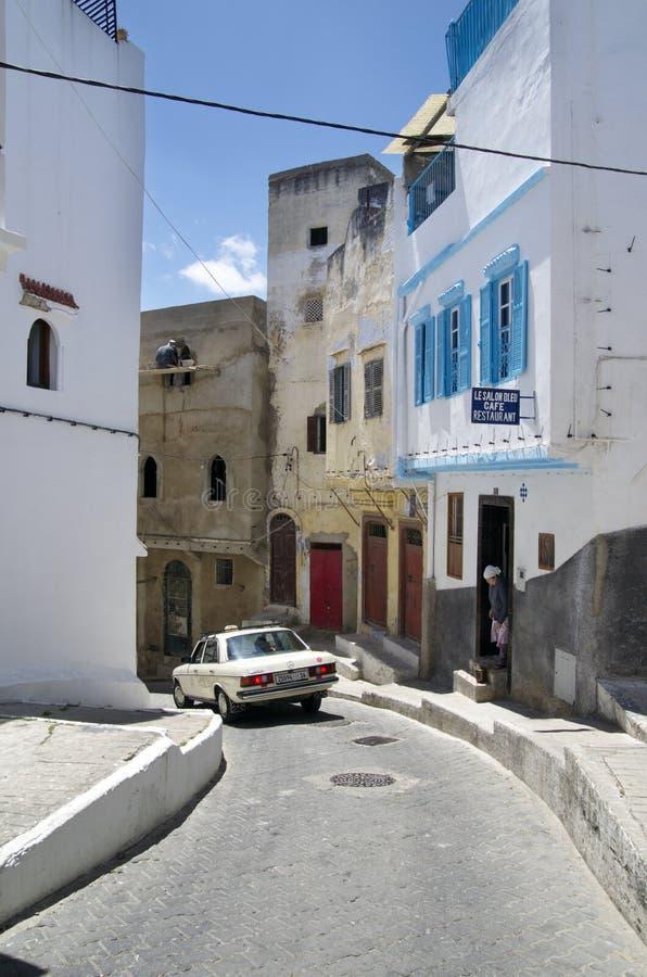 Smal gata i Tangier, Marocko royaltyfri fotografi
