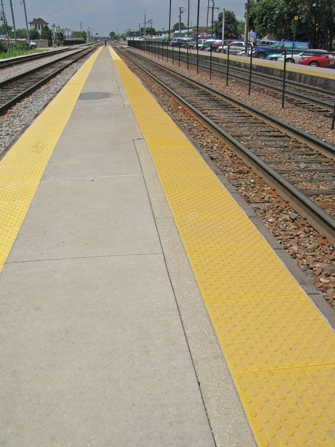 Smal plattform för järnvägstation royaltyfri bild