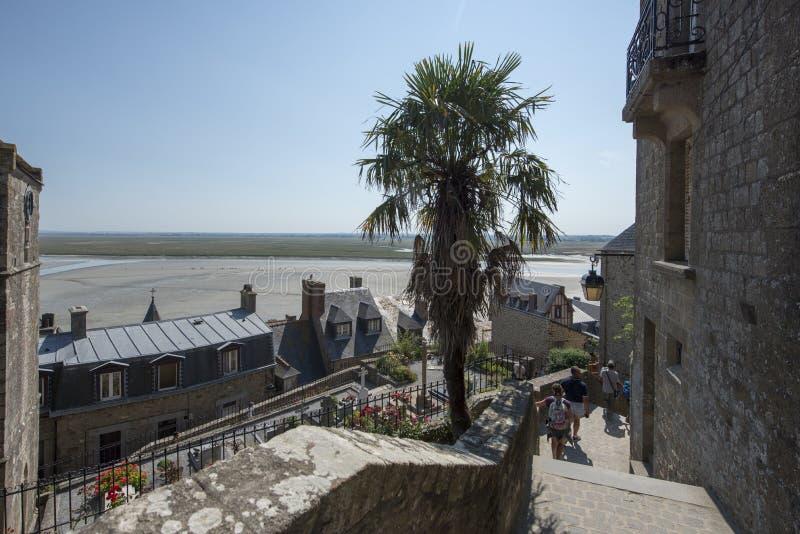 Smal trappa på Mont Saint Michel, Frankrike royaltyfri foto
