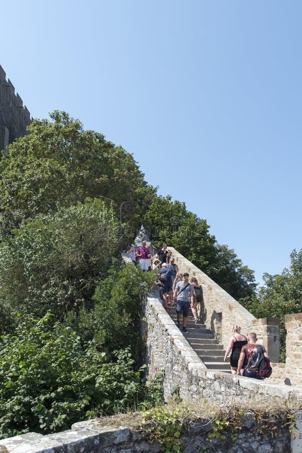 Smal trappa på Mont Saint Michel, Frankrike royaltyfri bild
