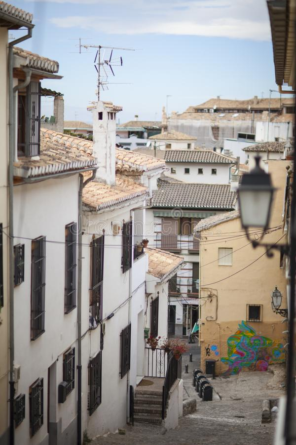 Smala gator av Granada, Granada, Spanien, 2013 royaltyfri fotografi