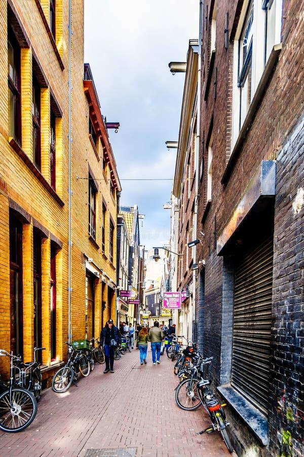 Smala gator i Amsterdam i Nederländerna arkivbilder