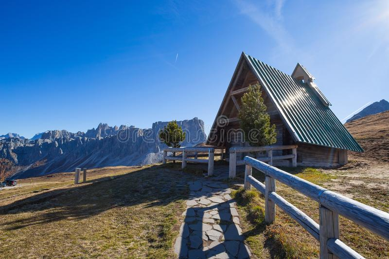 The small church at Giau pass, an alpine Dolomites pass at 2236 metres in Belluno province that connects the villages of Colle San. Ta Lucia and Selva di Cadore stock photo