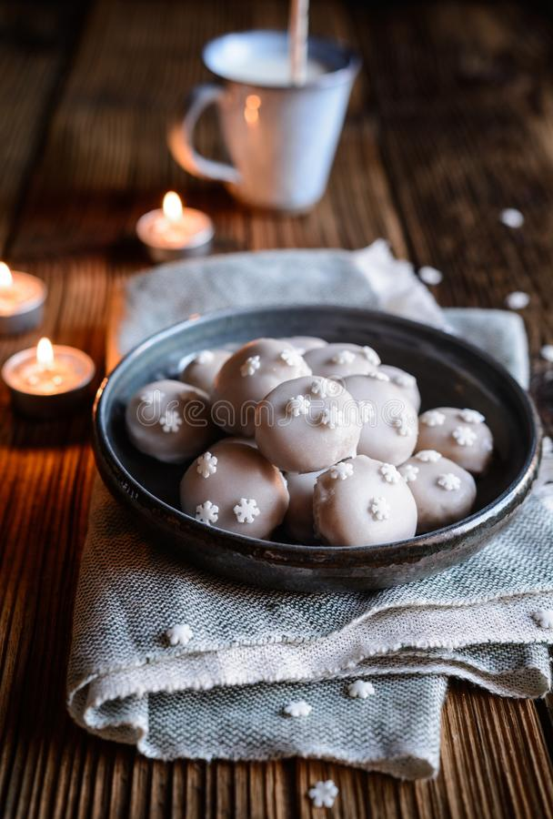 Small gingerbreads with powdered sugar icing stock images