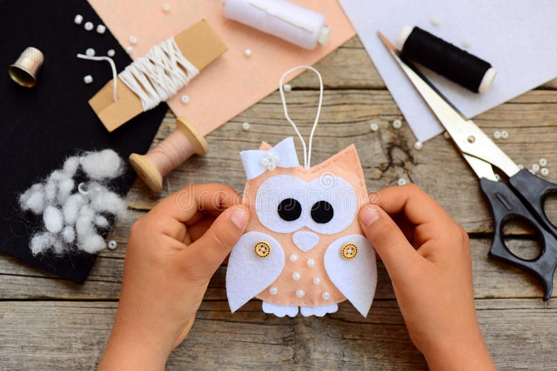 Making of paper owls for our woodland Christmas windows at Seasalt ... | 533x800