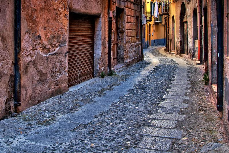 A small, narrow street in the lower part. Of the city, here are the carpenters of the city at home stock photography