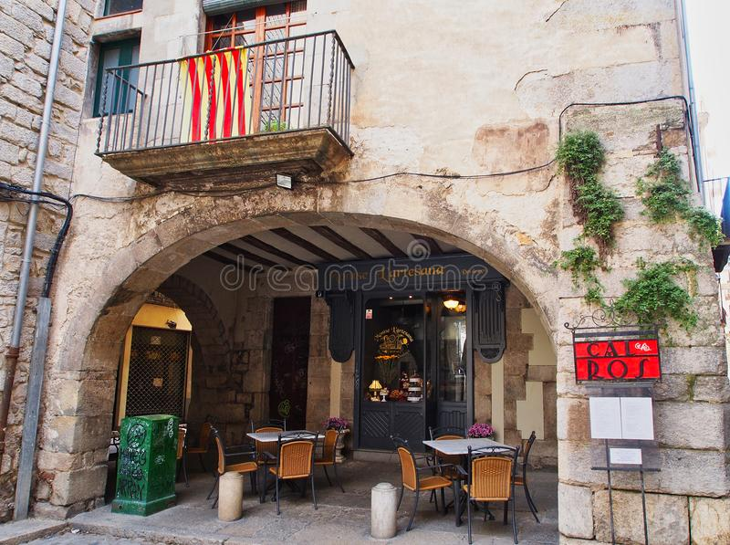 Small Restaurant, Girona Old Town, Catalonia, Spain. A small restaurant with outdoor tables, in a stone arched arcade in the medieval old town quarter in Girona stock photos
