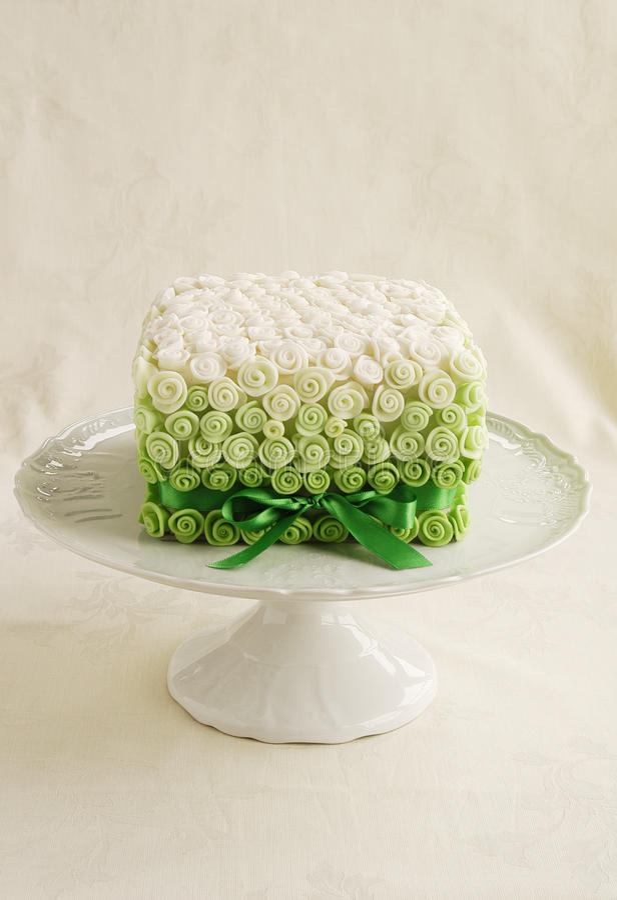 Small rose wedding cake stock image