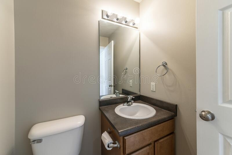6 995 Small Sink Photos Free Royalty Free Stock Photos From Dreamstime
