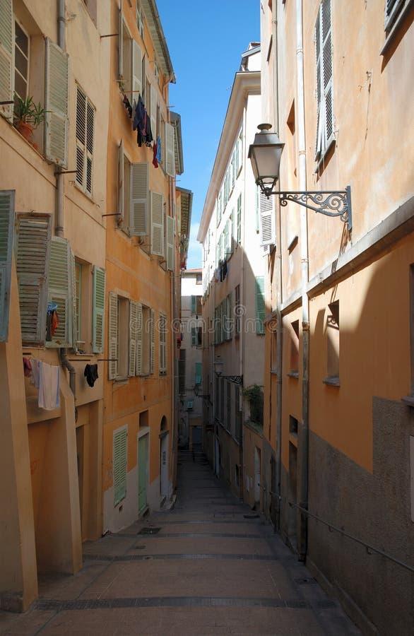 Smalle oude straat van Nice royalty-vrije stock fotografie