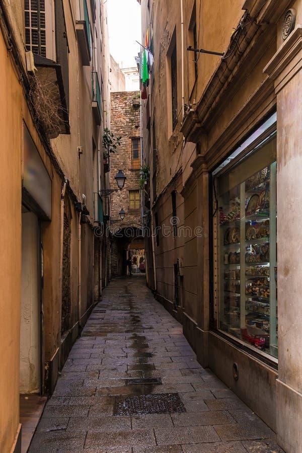 Smalle straat in Barcelona stock foto