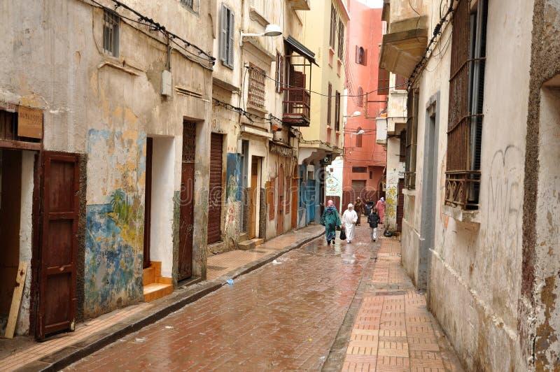 Smalle straat in Casablanca, Marokko stock afbeeldingen