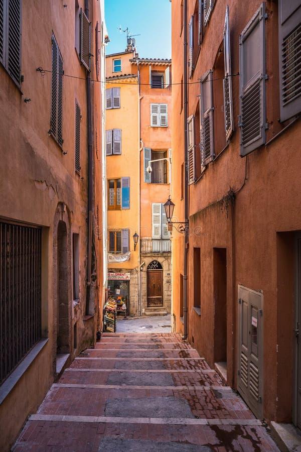 Smalle straat in de oude stad in Frankrijk royalty-vrije stock foto