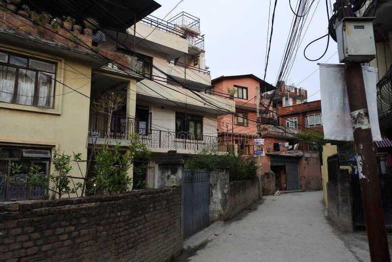 Smalle straat in Katmandu, Nepal stock afbeelding