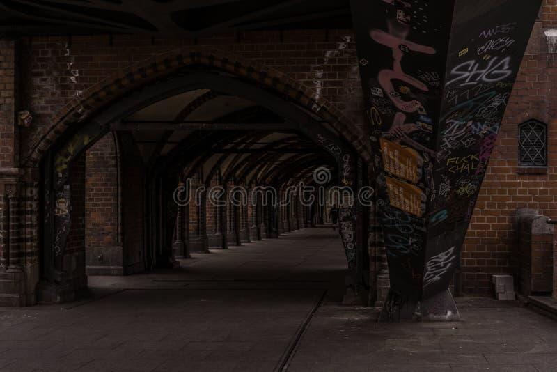 Smalle straat op brug in Berlijn royalty-vrije stock afbeeldingen